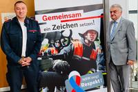 """""""NRW zeigt Respekt"""": Valentino Tagliafierro, Vorsitzender des Fachbereiches Feuerwehr und Rettungsdienst, gemeinsam mit Innenminister Herbert Reul. © privat"""